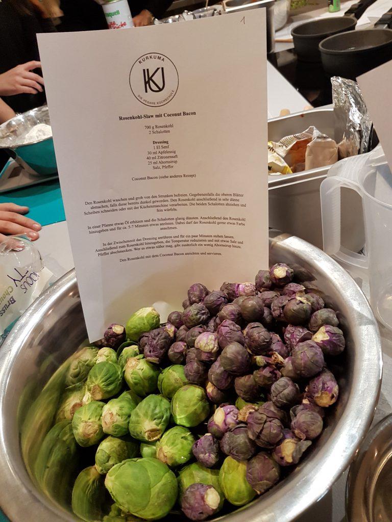 grüner und lilafarbener Rosenkohl für veganes Gericht vegane Kochschule Kurkuma